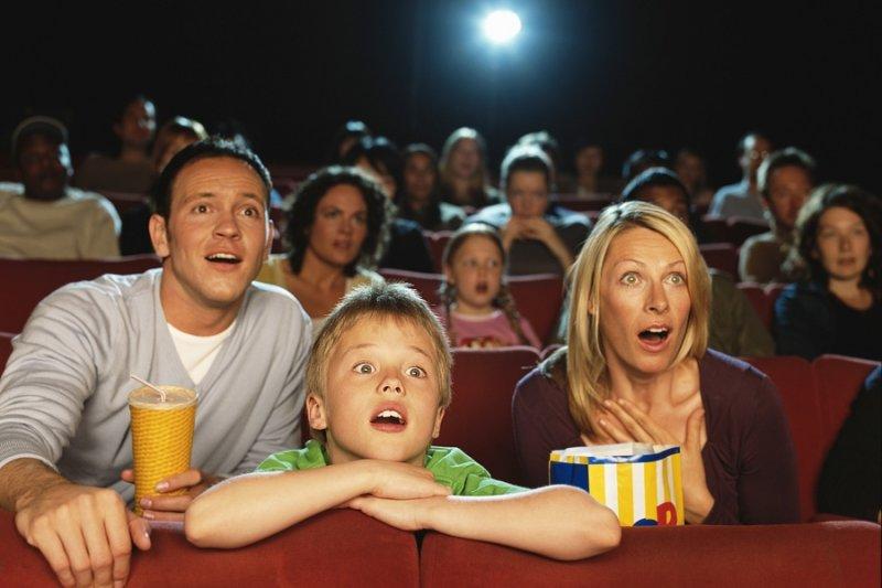 Картинки по запросу дети в кинотеатре