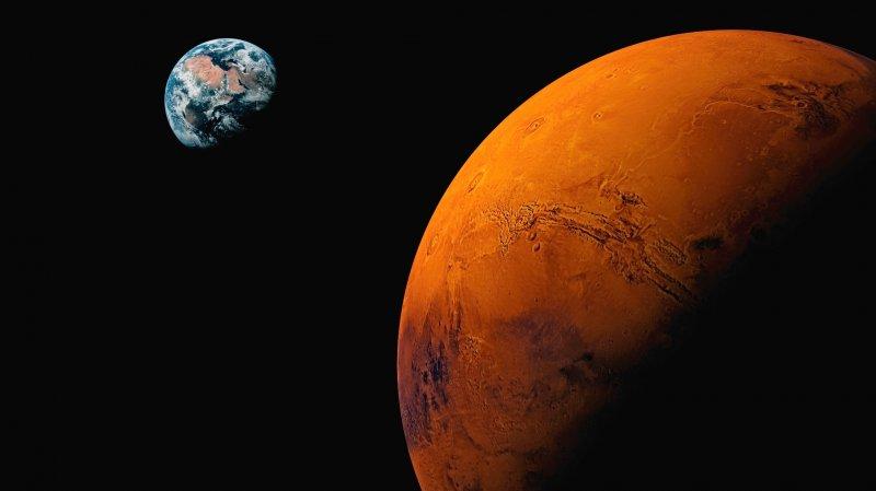 Очевидцами неповторимого астрономического явления— двоелуния,— станут данной ночью, 27августа,— граждане Ростова