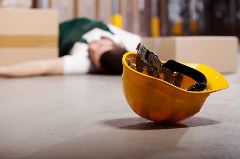 ВКыштыме рабочий получил тяжелые травмы, упав свысоты