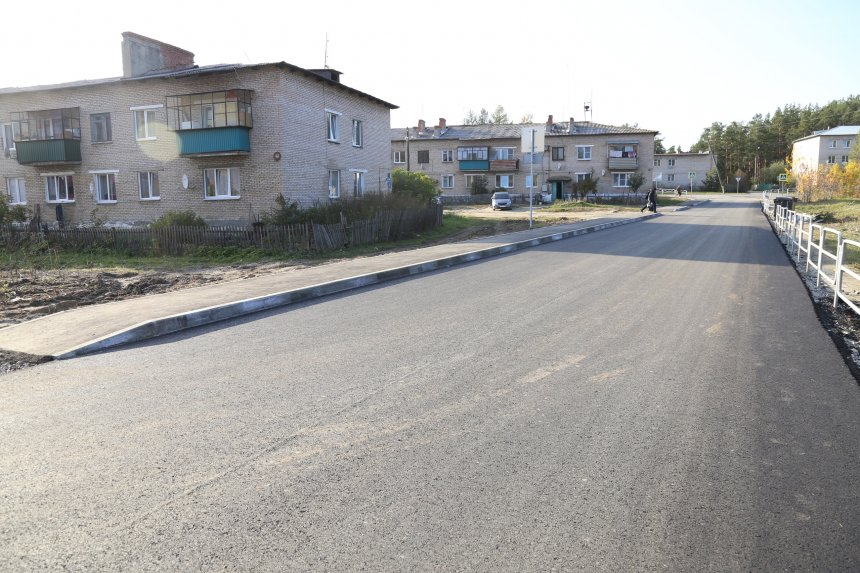 В микрорайоне Каолинового завершается благоустройство тротуара