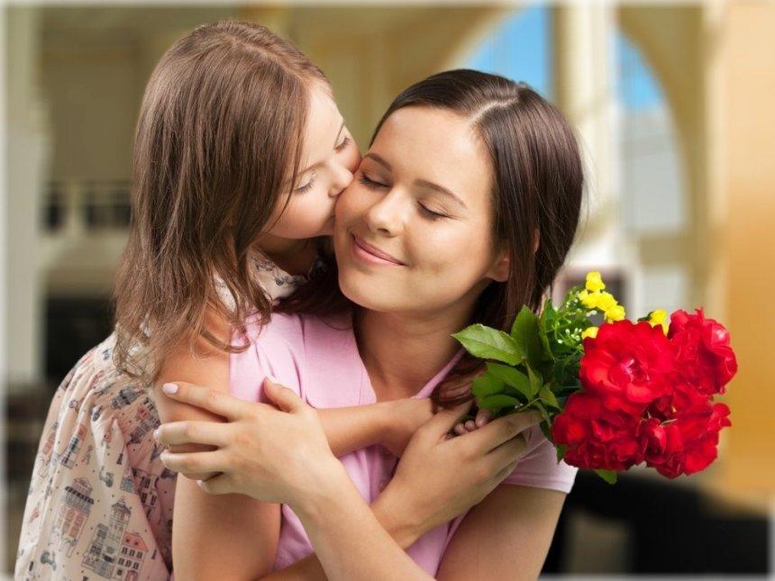 В Кыштыме волонтёры вручат женщинам открытки в честь Дня матери