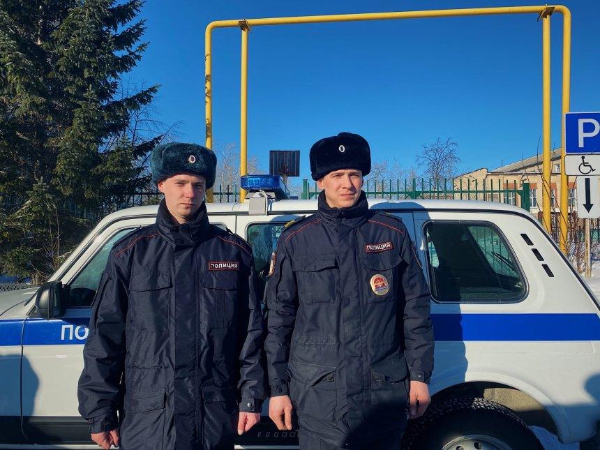 В Кыштыме сотрудники патрульно-постовой службы полиции помогли пожарным эвакуировать жителей многоквартирного дома