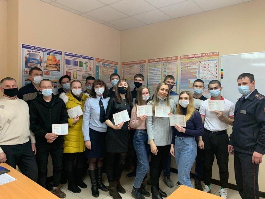 Сотрудники ГИБДД Кыштыма провели торжественное мероприятие в автошколе