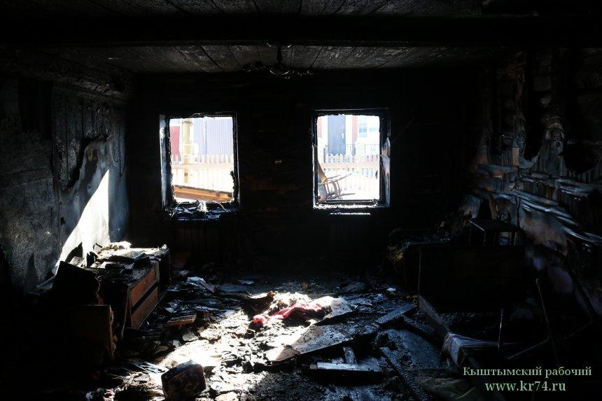 В Кыштыме глава семьи, пострадавшей во время пожара, первым выбежал из горящего дома