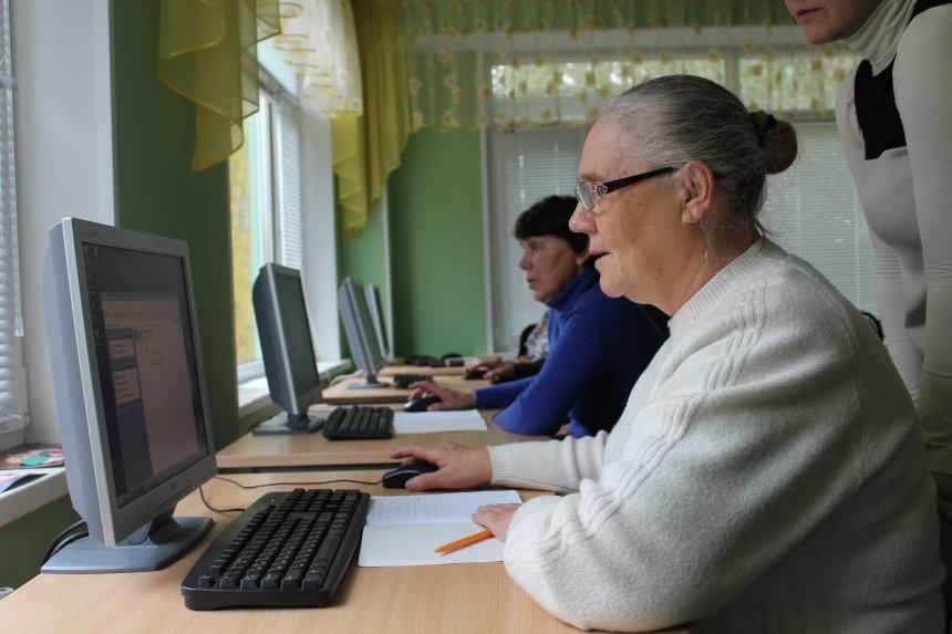 В Кыштыме пенсионеров продолжат обучать компьютерной грамотности