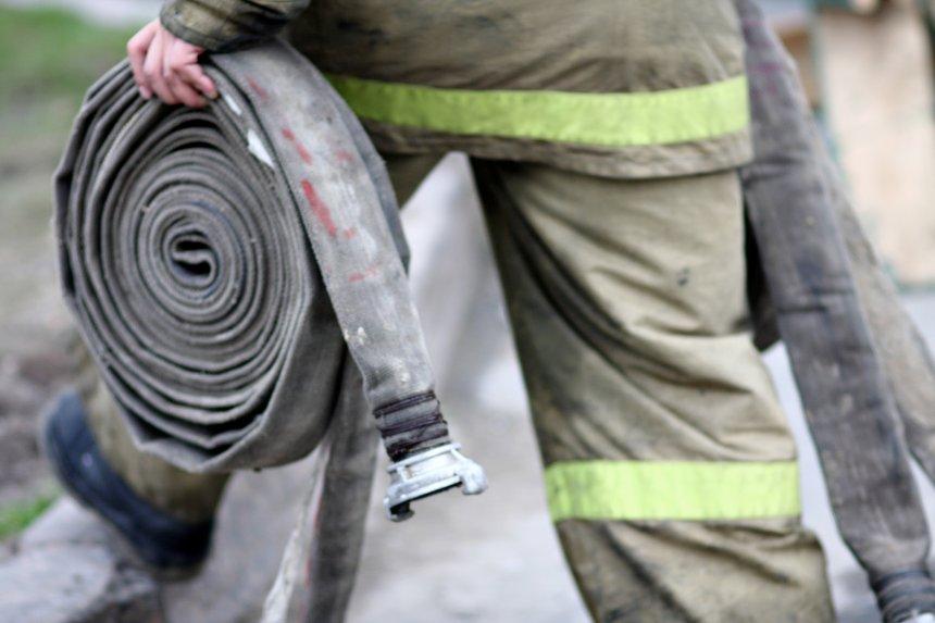 В Кыштыме двое детей надышались угарным газом во время пожара