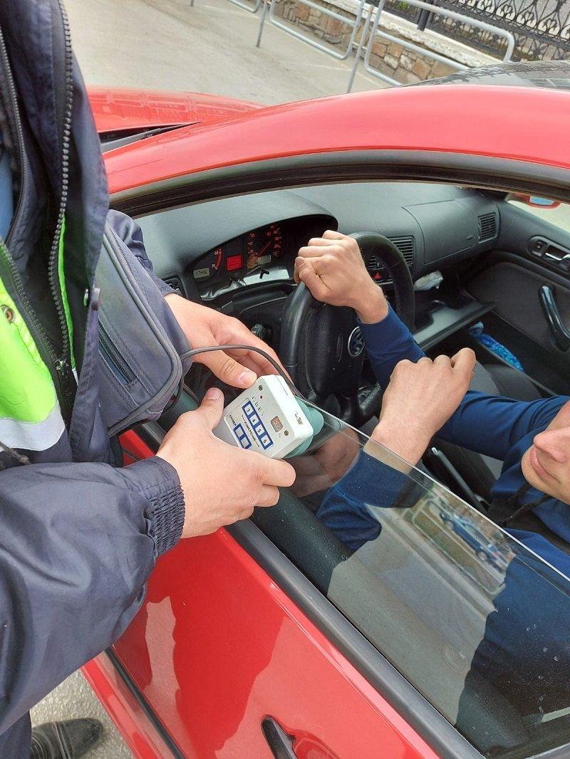 Кыштымца, который вовремя не убрал тонировку со своего авто, оштрафовали на две тысячи рублей