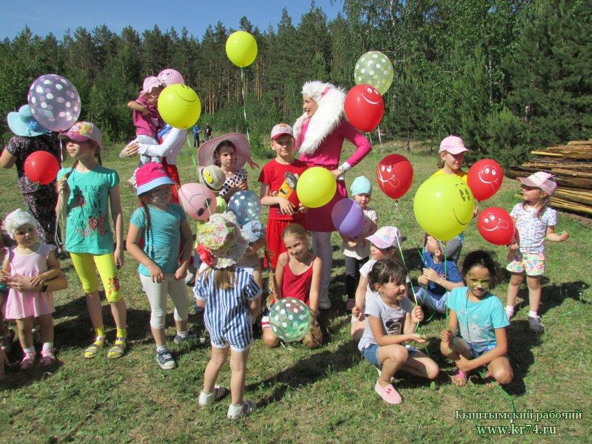 В Кыштыме детвора с улицы Куйбышева первой отпраздновала День защиты детей