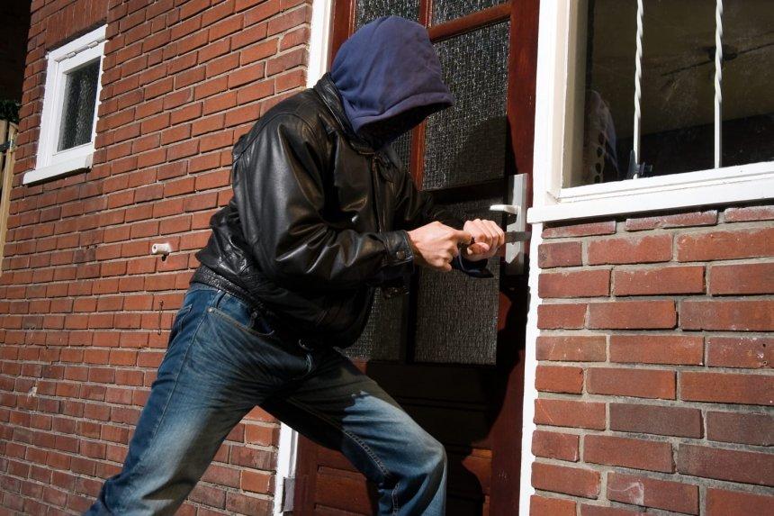 В Кыштыме потенциальный разбойник, который держал в страхе жителей улицы Ясной, водворён в изолятор временного содержания