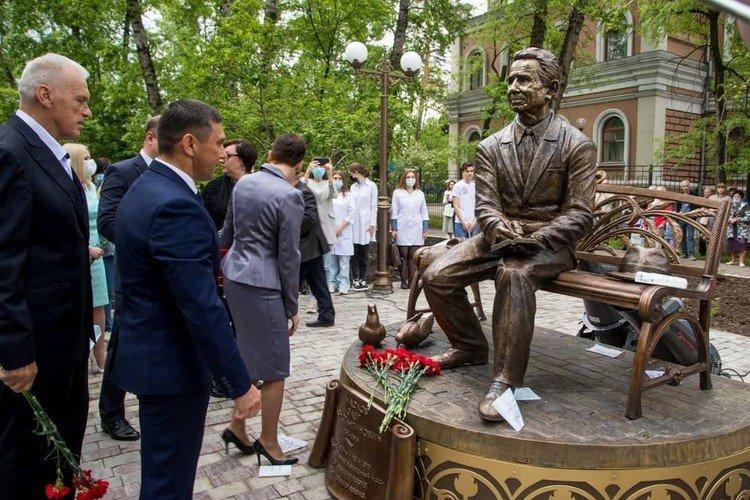 Вчера в Благовещенске открыли памятник, автором которого стал кыштымский скульптор Владимир Сырейщиков