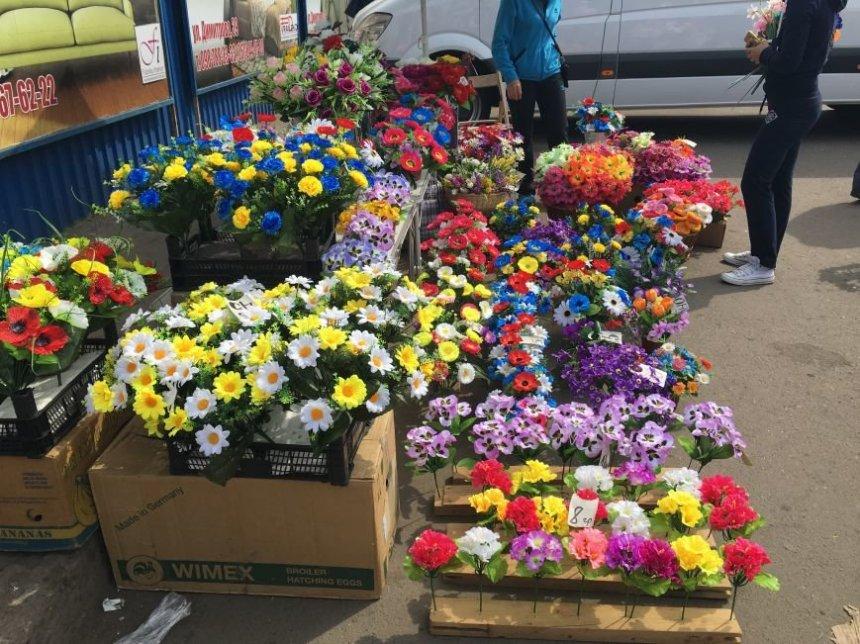 Жительница Кыштыма нарвалась на штраф за продажу цветов в неустановленном месте