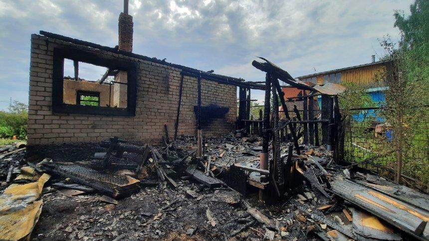 В Кыштыме сегодня сгорел садовый дом