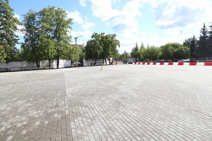 Кыштымцев предупредили о недопустимости стоянки транспорта на городской площади