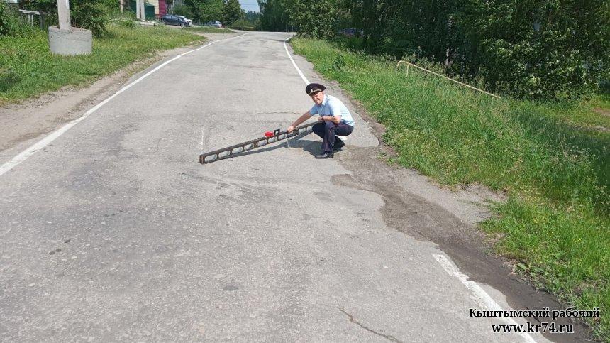 ГИБДД Кыштыма измерила глубину выбоин на дорогах округа